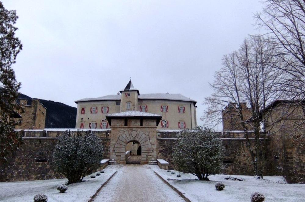 castel-thun-neve